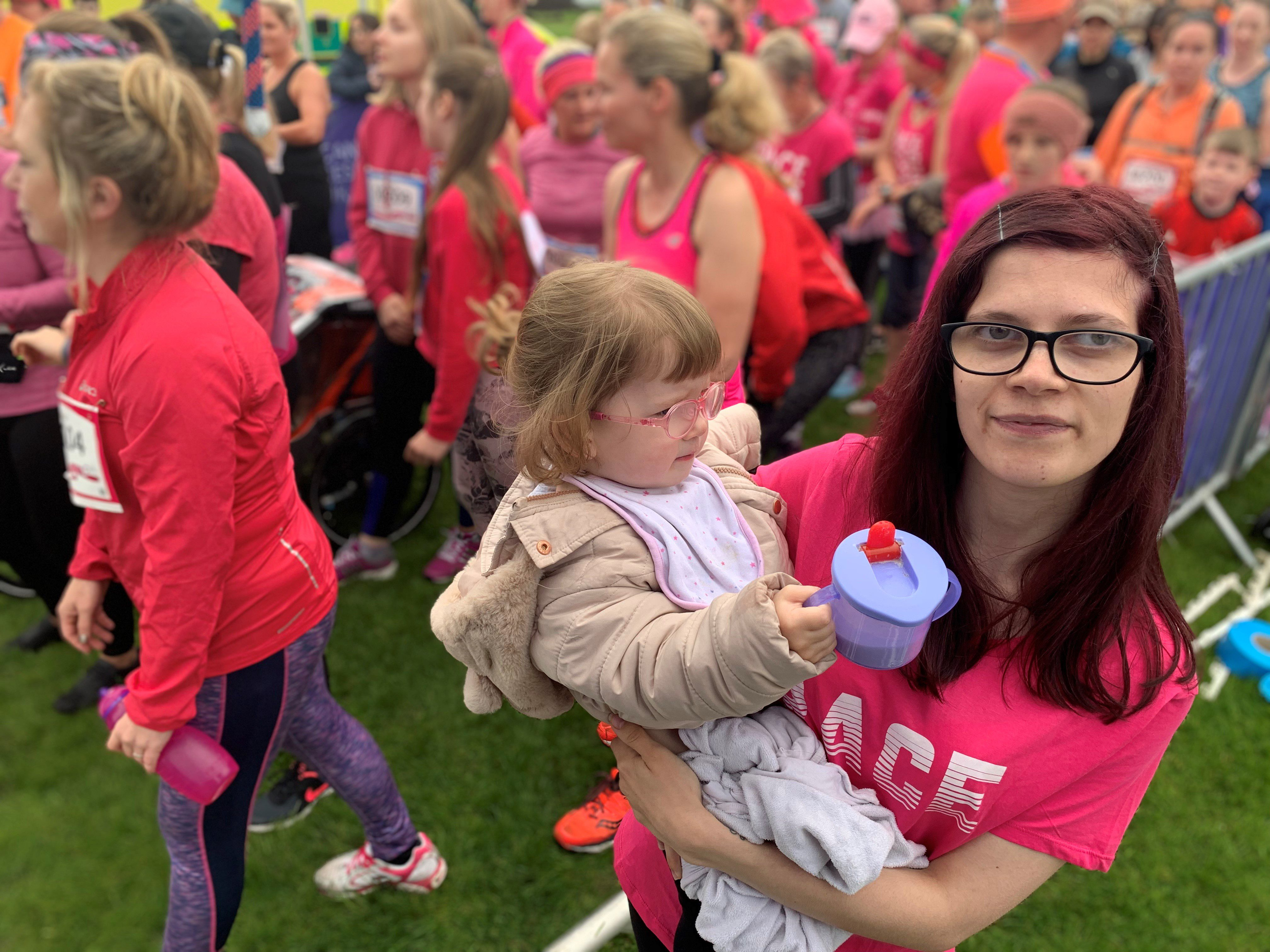 Race for Life VIP starter Shannon Murphy at the start line of Inverness with daughter Sophia